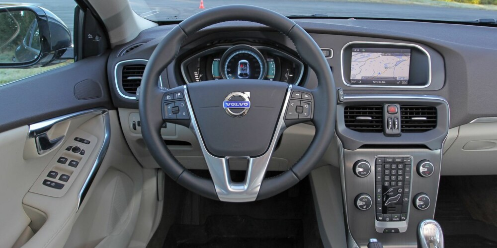 DIGITAL: Vår testbil hadde det digitale instrumentpanelet med 8-tommers fargeskjerm i midtkonsollen (5 500 kroner). FOTO: Petter Handeland