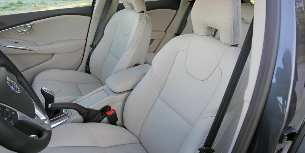 SITTER GODT: Erfaringsmessig er Volvo flinke på seter og sittestilling. Volvo V40 er ikke noe unntak og helt på høyde med de beste konkurrentene. FOTO: Petter Handeland