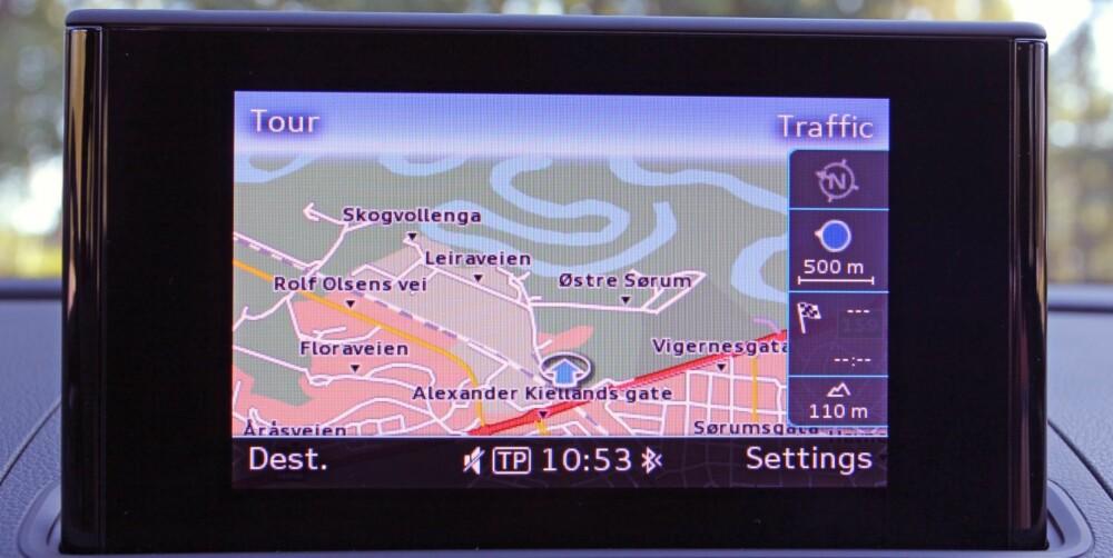 PÅ SKJERMEN: I kombinasjon med smart hjul og knapper i midtkonsollen, forenkler skjermen betjeningen betraktelig.