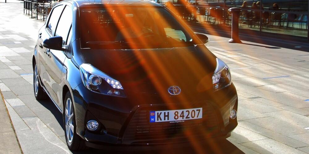 TRYGG: Toyota Yaris Hybrid er som kameraten du kanskje ikke ler mest sammen med, men som alltid er stødig og ordentlig. FOTO: Egil Nordlien, HM Foto