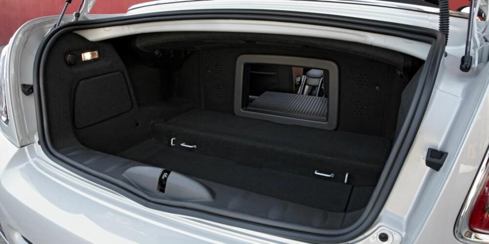 NOE PLASS: Bagasjerommet er på 240 liter. Foto: BMW Group