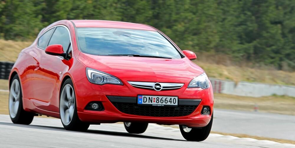 FRESH DESIGN: Opel har gjort en god jobb med designet til Astra GTC, som ser mer sportslig ut enn det den er.