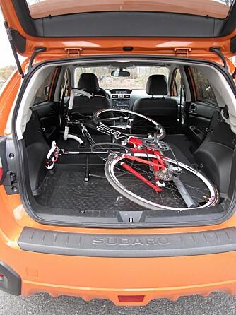 SYKKEL: Du får lett plass til en sykkel med baksetet nedfelt. Foto: Martin Jansen