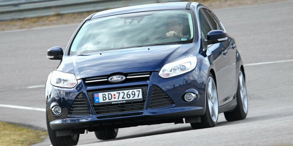 SVINGENES HERRE: På racerbanen, i hastigheter som viser hva bilen virkelig duger til, er Ford Focus svært stabil. FOTO: Petter Handeland