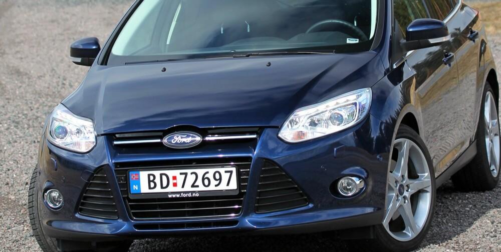 KONSERVATIV: I mørkeblå metallic-lakk skriker ikke Ford Focus etter oppmerksomhet. Men den kjører fra mange kompaktbiler med ulike sports-bokstavkombinasjoner i modellnavnet sitt. FOTO: Petter Handeland