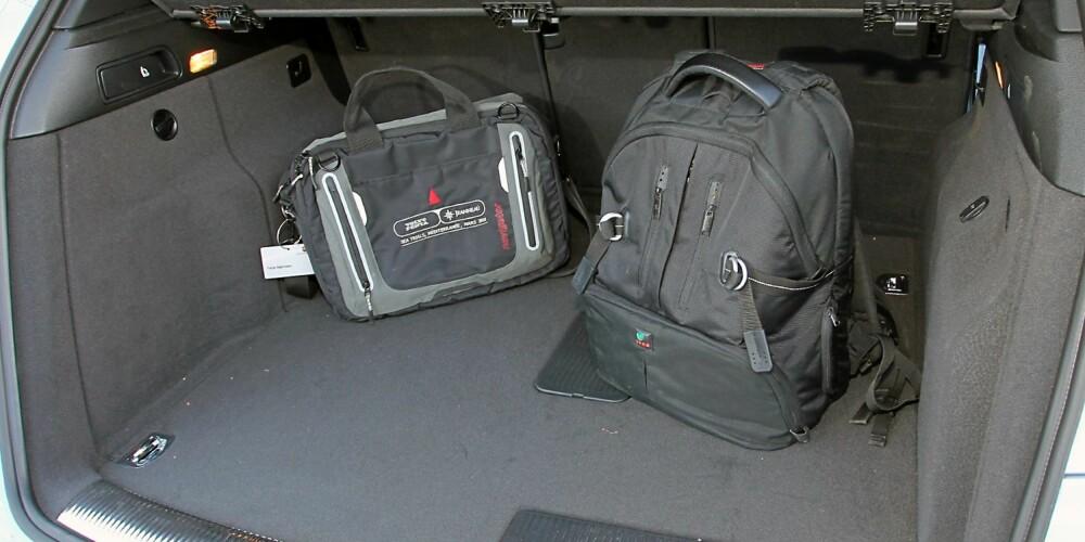 PLASS: I hybridversjon er også bagasjeplassen noe mindre, med 460 liter mot 540 i en vanlig Q5. FOTO: Terje Bjørnsen