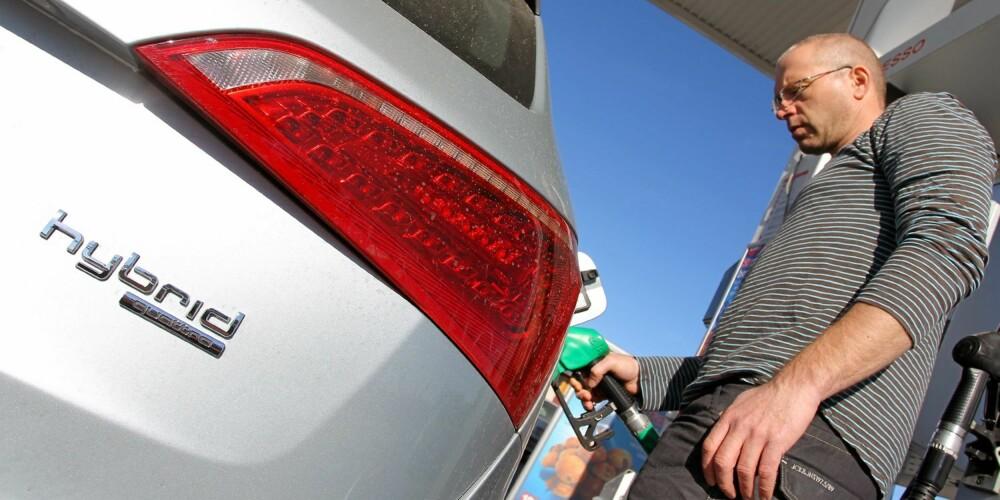 LANGT FRA IMPONERENDE: I vår faste forbrukstest bruker hybriden 0,80 liter per mil. Isolert sett er ikke det noe som får grønne bilister til å gå i taket. FOTO: Terje Bjørnsen