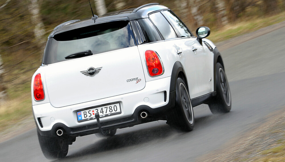 I FIN FORM: Mini Countryman har glemt at den er en kompakt SUV-modell og kjører nesten som en GTI-bil.