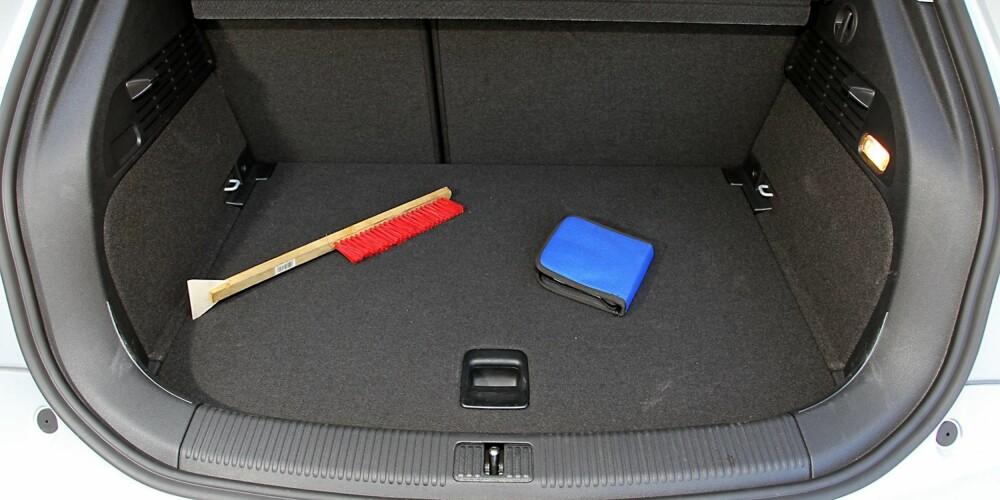 MIDDELS: Selv etter småbilstandard er ikke bagasjerommet i Audi A1 Sportback mer enn midt på treet rent størrelsesmessig. FOTO: Terje Bjørnsen