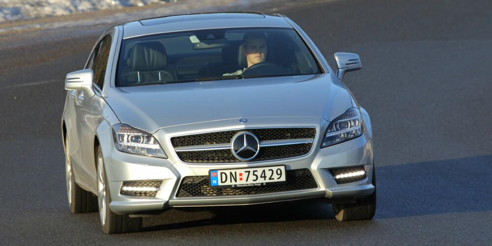 KJØREMASKIN: Tross størrelse og tyngde virker Mercedes-Benz CLS 350 CDI 4Matic kledelig sportslig. Og på vinterføre gir 4WD bilen en ekstra dimensjon.