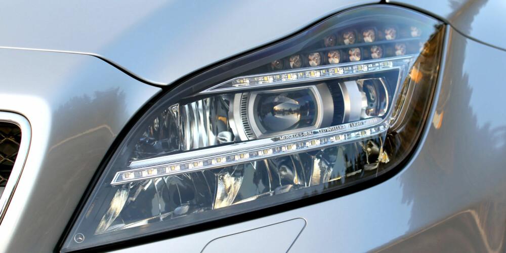 KARAKTER: Detaljer som LED-lys er med på å skille Mercedes-Benz CLS 350 CDI 4Matic fra den store hopen.
