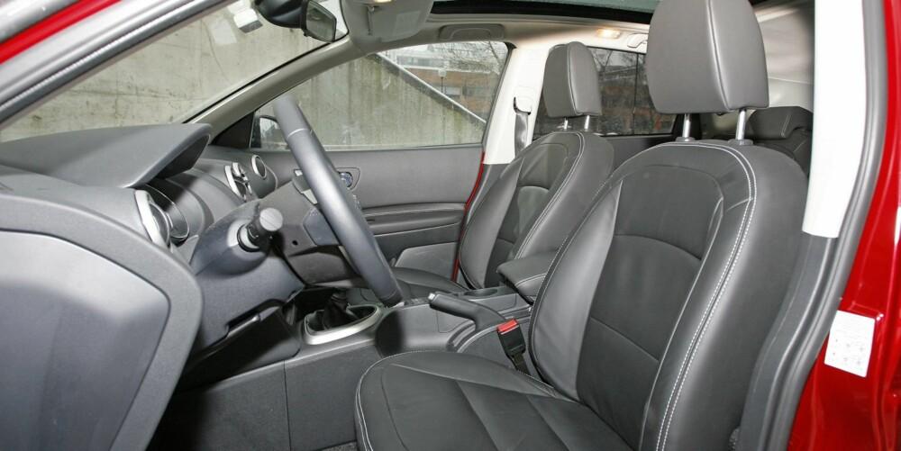 TOPPMODELL: Testbilen er toppmodell (Tekna) og kan vise til blant annet skinnseter, navigasjon, xenonlys og aluminiumsfelger.