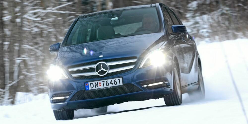 LETTKJØRT: På vinterføre er egenskapene sikre. ESP-systemet er raskt og temmelig kontant ute og henter inn både forhjul og bakhjul om det blir for mye slipp.