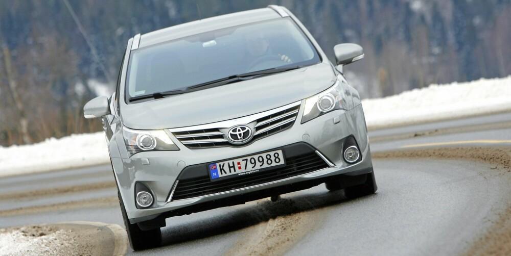 MER SPORTY: Toyota har byttet en del komponenter i understellet. Resultatet er en mer sporty Avensis enn tidligere.