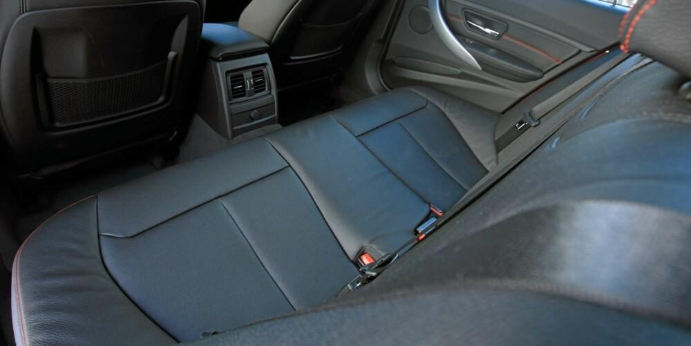 STØRRE: Særlig i baksetet merker du at BMW 3-serie har vokst i forhold til den gamle modellen.