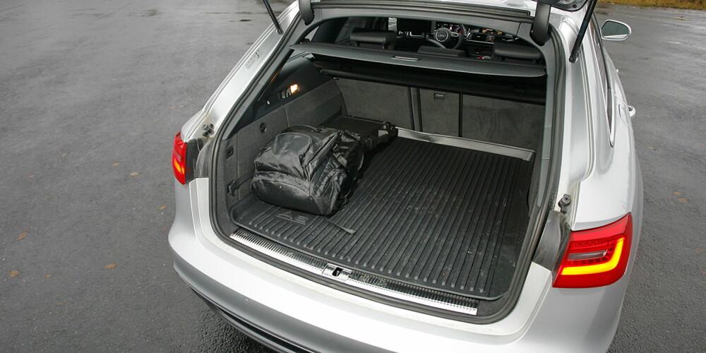 STOR NOK: Bagasjerommet tar fra 565 til 1680 liter. Med stor bakseteplass blir nye Audi A6 Avant en eksklusiv familiebil.