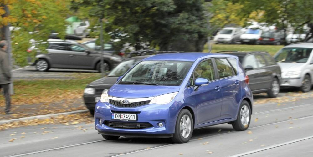 KJØRER GREIT: Subaru Trezia byr ikke på noen store krumspring på kjøreegenskapsfronten. Her er det trygt og forutsigbart som er mantraet.