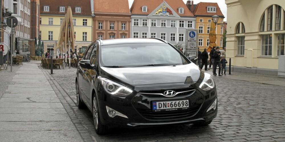 LAND OG STRAND: Her har Hyundai i40 brakt oss til Stralsund i Tyskland. I alt er bilen kjørt 6200 kilometer i denne langtesten, og gjennomsnittsforbruket er 0,66 l/mil. FOTO: Øyvind Jakobsen