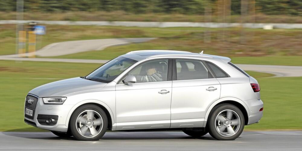 RUND: En ny Audi pleier å få mange blikk. Vi testet Q3 samtidig med den nye Range Rover Evoque, og Q3 tapte kampen om oppmerksomheten fra folk flest soleklart. Kanskje er Audi-designerne i ferd med å gjenta seg selv litt for mye? FOTO: Egil Nordlien, HM Foto