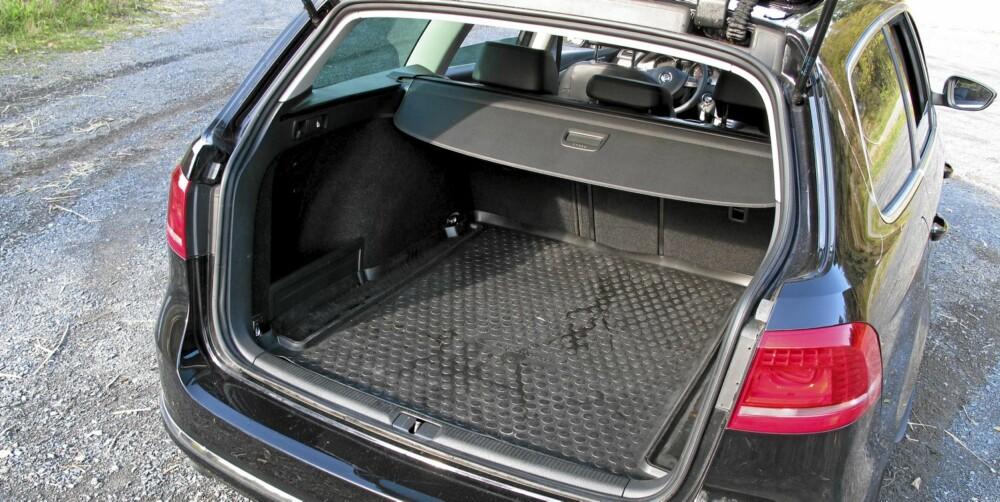 MASSE PLASS: Oppgitt bagasjeromsvolum på 603 liter er blant de aller beste i klassen, og det nyter barnefamilier godt av.
