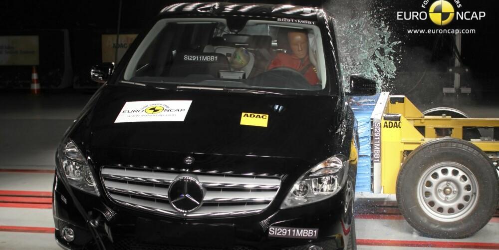 SIKKERHET: Mercedes B-klasse oppnådd det beste testresultatet i klassen for små flerbruksbiler i EuroNCAPs kollisjonstester.
