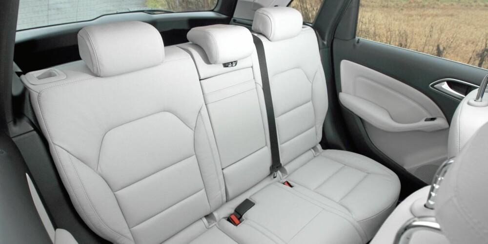 BEHAGELIG: B-klasse er en meget komfortabel bil både i for- og baksetet.