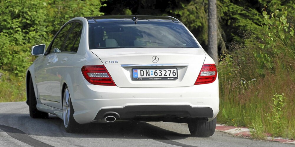 FØRSTEKLASSES: Veiegenskaper og motor/girkasse står til toppkarakter i Mercedes C 180 CGI.