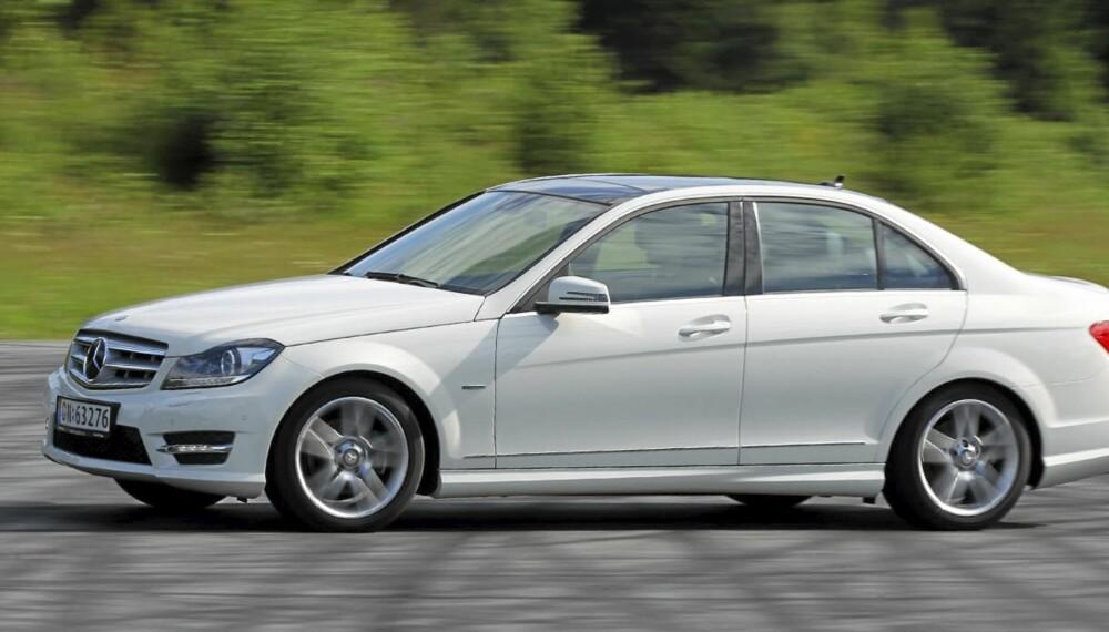 SPORTSLIG: Med AMG-pakke og frisk bensinmotor, frir Mercedes C 180 CGI til de kjøreglade blant oss.
