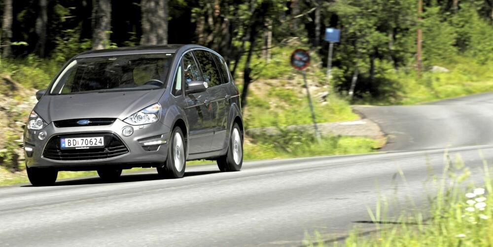 KJØRER BRA: S-Max er en av de mest velkjørende MPV-ene - uavhengig av motor.