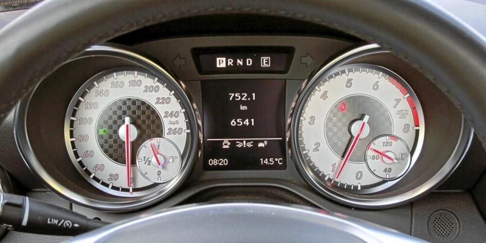 GODE YTELSER: Selv det minste motoralternativet gir SLK gode ytelser. Den er raskere enn BMW Z4 sDrivei23, men det lønner seg å bruke den manuelle innstillingen på girkassa.