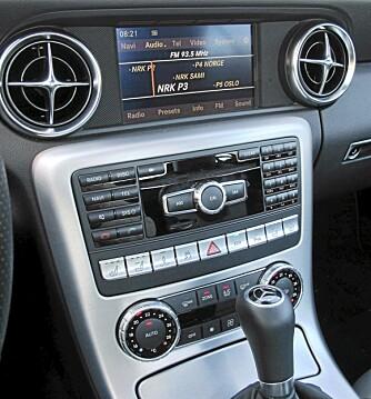GOD KVALITETSFØLELSE: Roadsterkjøperne trenger ikke lenger nøye seg med annenrangs materialkvalitet. Her er det Mercedes-nivå på alle detaljer.