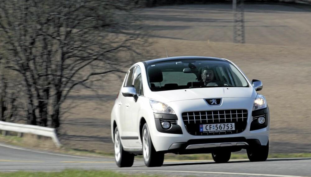 SPESIELL: Utseendemessig skiller defintivt 3008 seg fra gjennomsnittsbilen.