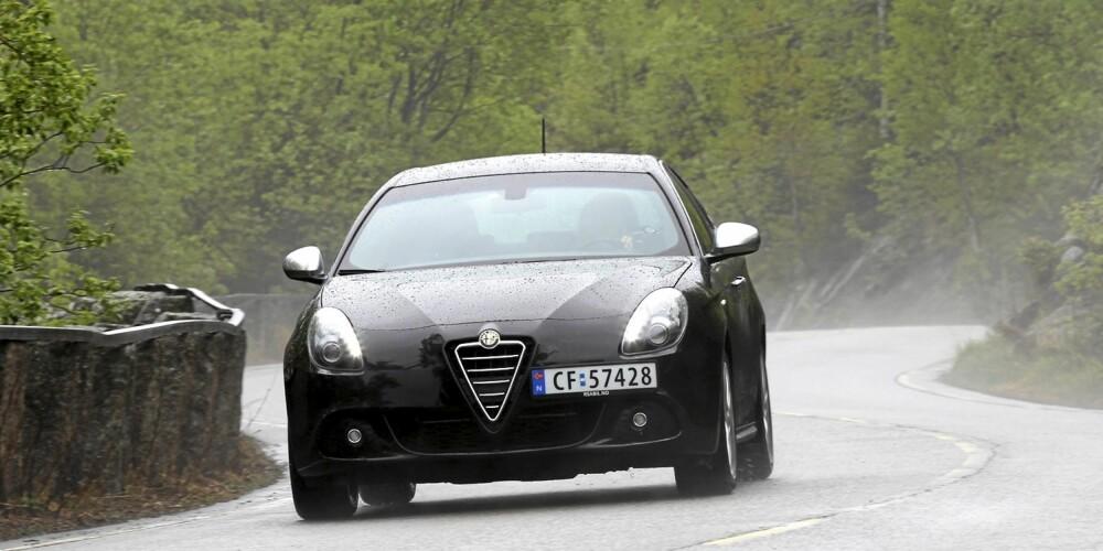 KJØREFAVORITT: Selv med liten motor er kjørefølelsen slik den skal være i en Alfa Romeo