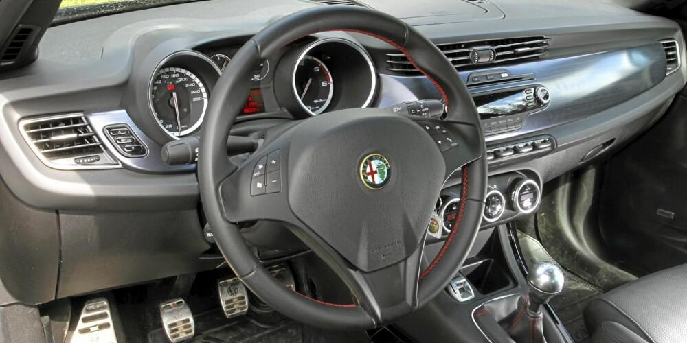 HOLDER MÅL: Det er lite å utsette på totalkvaliteten, men noen plastdetaljer er ikke helt på BMW- og Audi-nivå.