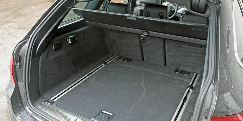 PLASS NOK: Vi har sett dem større, men bagasjerommet i BMW 5-serie Touring klarer seg bra.
