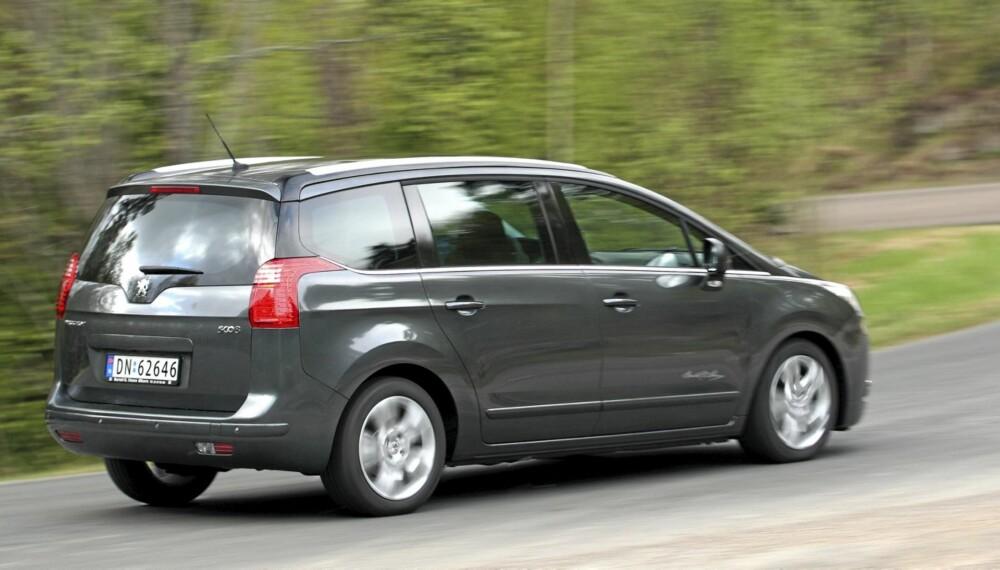 HARMONISK: Peugeot 5008 1,6 HDi finner en bra balanse mellom det praktiske og det dynamiske.