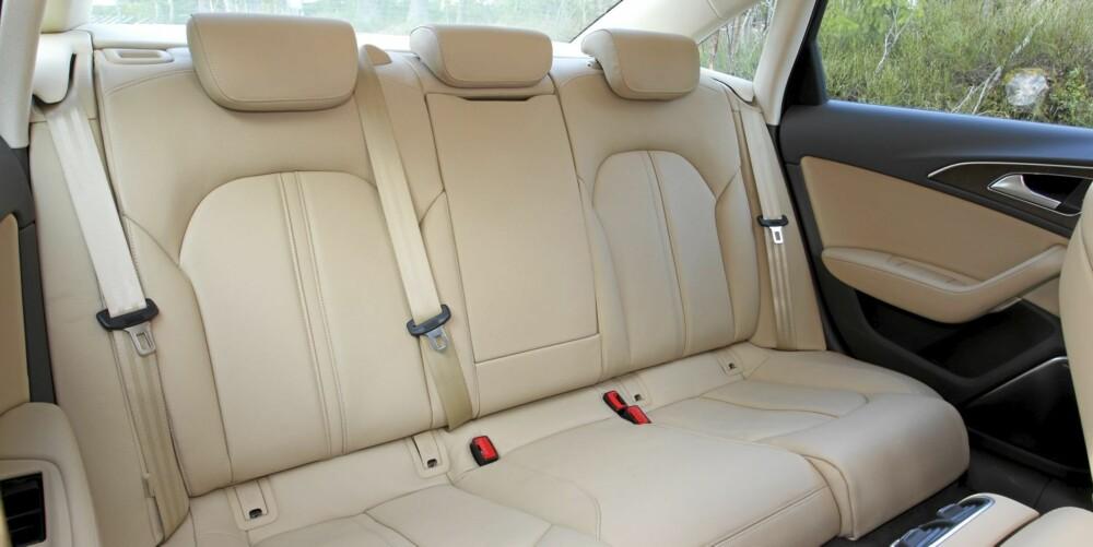 TA PLASS. Det er solid bakseteplass, og elegant komfort når skinnseter står på utstyrslisten.