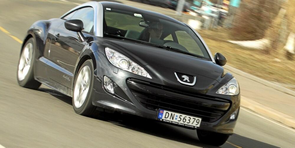 SPORTSLIG: Peugeot RCZ er har sportslige kjøreegenskaper og overraskende god komfort.