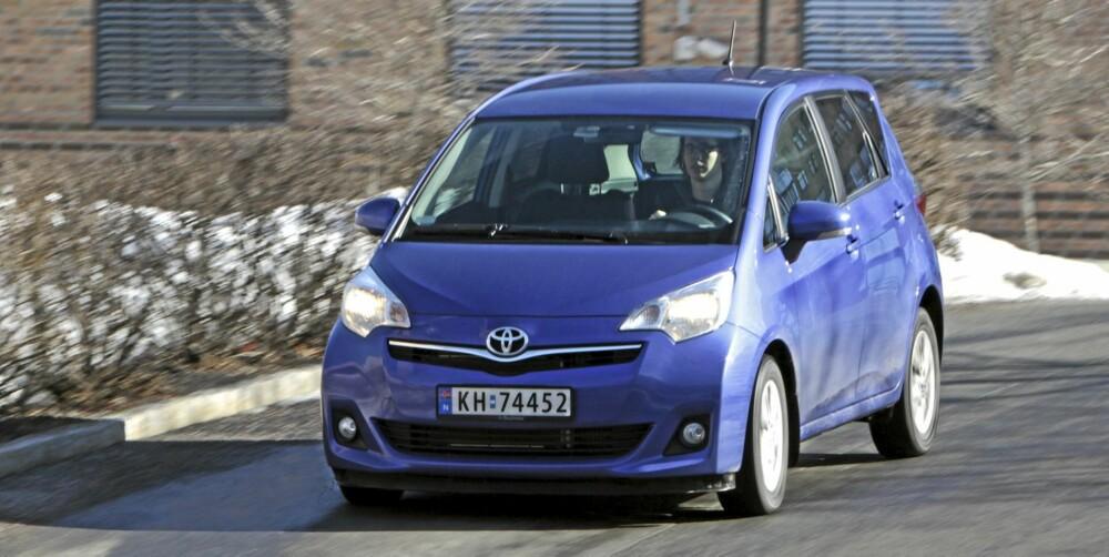 KJØRER BRA: Verso S har gode kjøreegenskaper og den lille diesel er både sterk og gjerrig på forbruket.