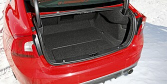 GREIT NOK: Bagasjerommet rommer 380 liter og er som snittet i klassen.