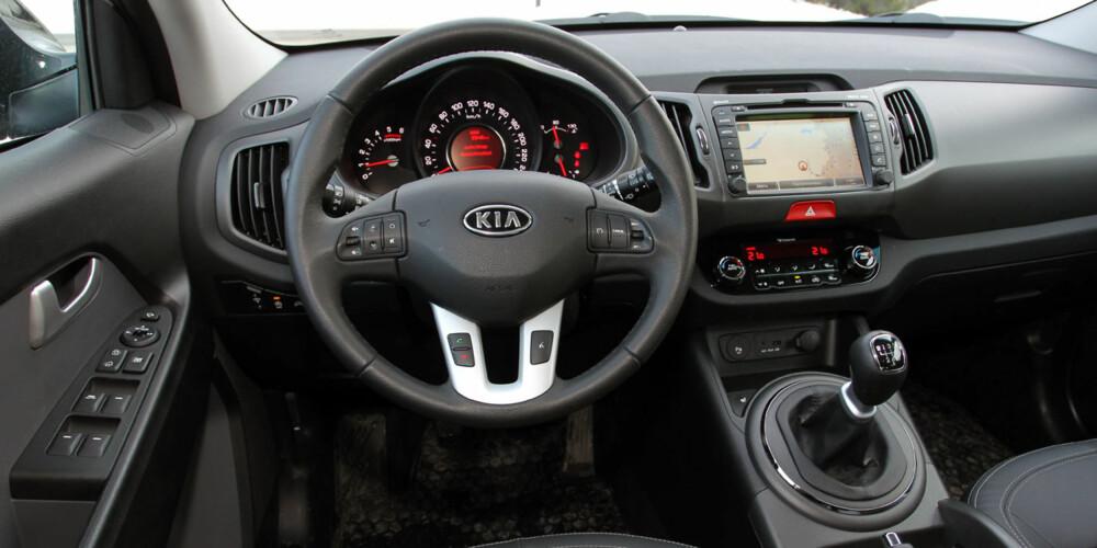 Kia Sportage 1,7 CRDi har et velfungerende interiør, og i Exclusive-versjon er det bøttevis av utstyr.