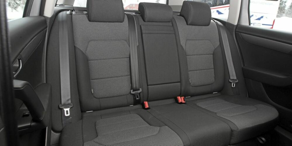 Bakseteplassen er et viktig tema for de som kjøper familiebil. VW Passat 1,6 TDI stasjonsvogn er ikke den største i klassen, men rommelig likefullt.