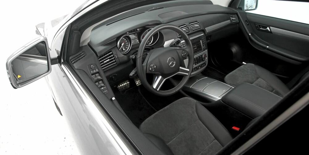 TYPISK: Har du sittet i en Mercedes før, vil du kjenne deg igjen i R-klasse. Kvalitetsfølelsen er av det tunge slaget.
