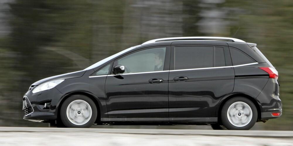 KLUMPETE: Når en bil på rundt 4,5 meter skal romme ¿alt¿, kan resultatet fort bli klumpete ¿ vi hadde nær sagt klossete.