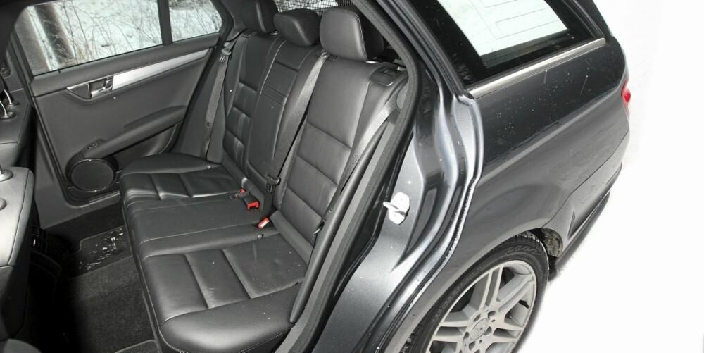 BRA PLASS: I forhold til utvendig størrelse har Mercedes C 250 CDI stv. godt med plass både i baksetet og bagasjerommet.