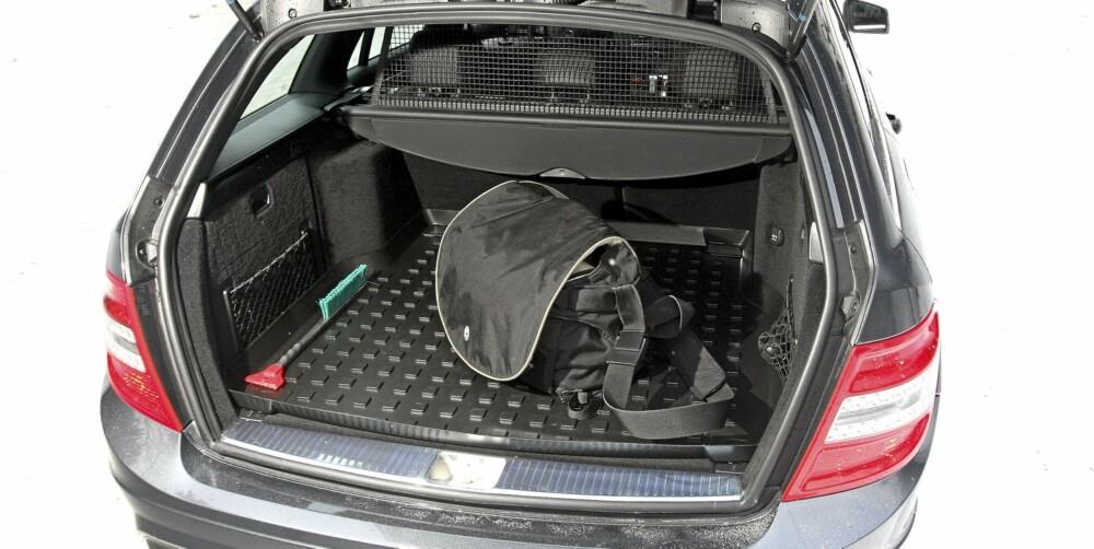 KANTER GIR ROM: Utvendig er Mercedes C-klasse mer kantete enn de nære konkurrentene BMW 3-serie og Audi A4. Det gir mer plass helt bakerst.