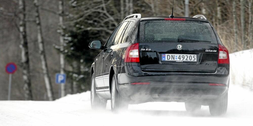 GREIE YTELSER: Den lille 1,6-dieselen gjør en overraskende god jobb og gjør Octavia trygg i forbikjøringer i vanlig norsk motorveihastighet.