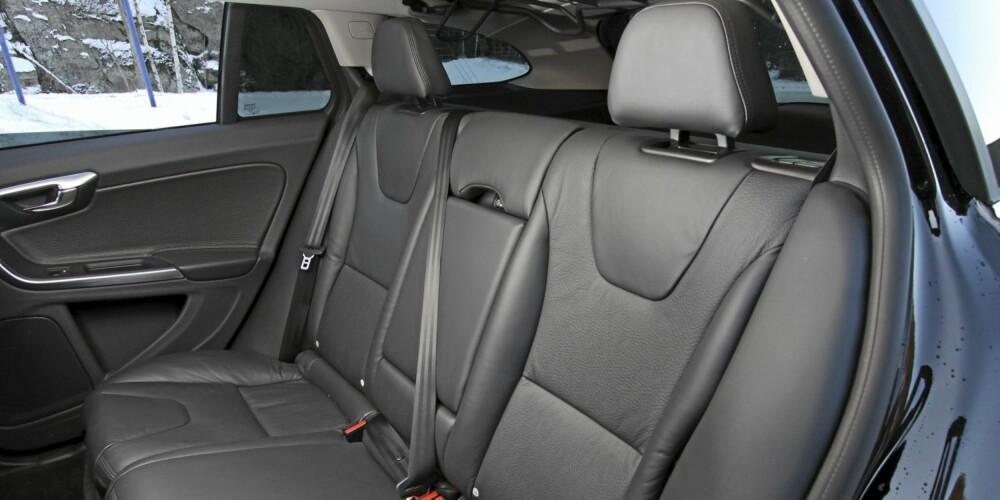 IKKE STØRST: Volvo har priotert design og ikke plass i V60. Bakseteplassen er forsåvidt god nok, men bagasjerommet tar ikke mer enn 430 liter.