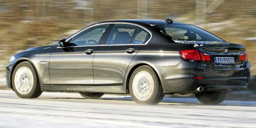 STOR: BMW 5-serie er tett på 5 meter lang og føles som en stor bil første gang du setter deg inn. Men når du er oppe i fart, er det som om hele bilen krymper.