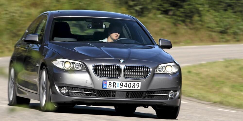 SPORTSLIG: BMW byr på sportslige kjøreegenskaper og bedre komfort enn tidligere i nye 5-serie.